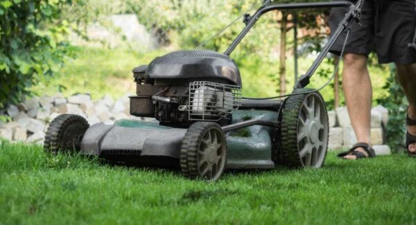 Yard-Machines-159cc-21-Inch-Self-Propelled-Mower-Review